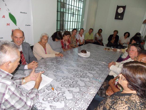 Aposentadas em reunião no Sintramfor, quando o prefeito Moacir Ribeiro assinou o projeto de lei que concede o reajuste anual nos vencimentos