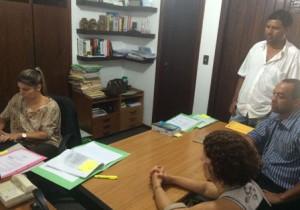 Natanael em audiência com a promotora Clarissa Gobbo, acompanhado por representantes da diretoria do Sindicato