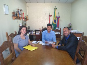 A advogada Selma e o presidente do Sintramfor, Natanael, com o prefeito Eugênio Vilela, em negociação da equiparação salarial
