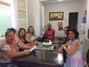 Assistentes de educação infantil em reunião com Evangelina, Natanael e Cid Corrêa