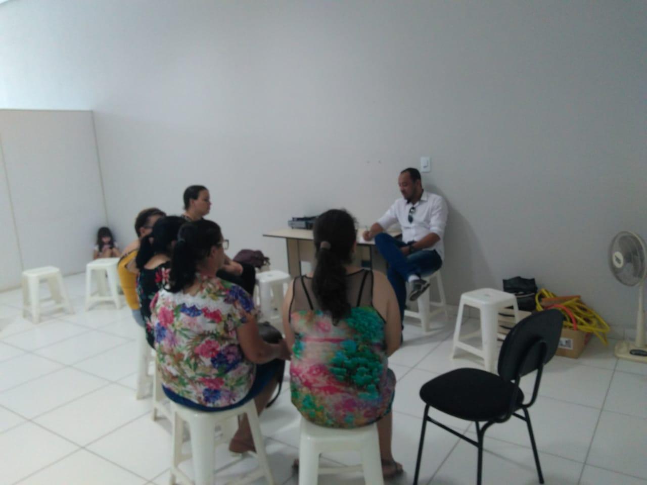 Assembleia com servidores, em Córrego Fundo