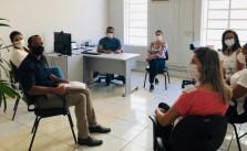 O presidente do Sintramfor, Natanael Alves Gonzaga, em reunião com o secretário de Saúde e com servidores